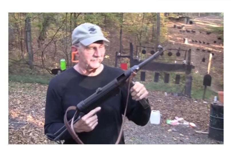 어느 총기 유튜버 특징
